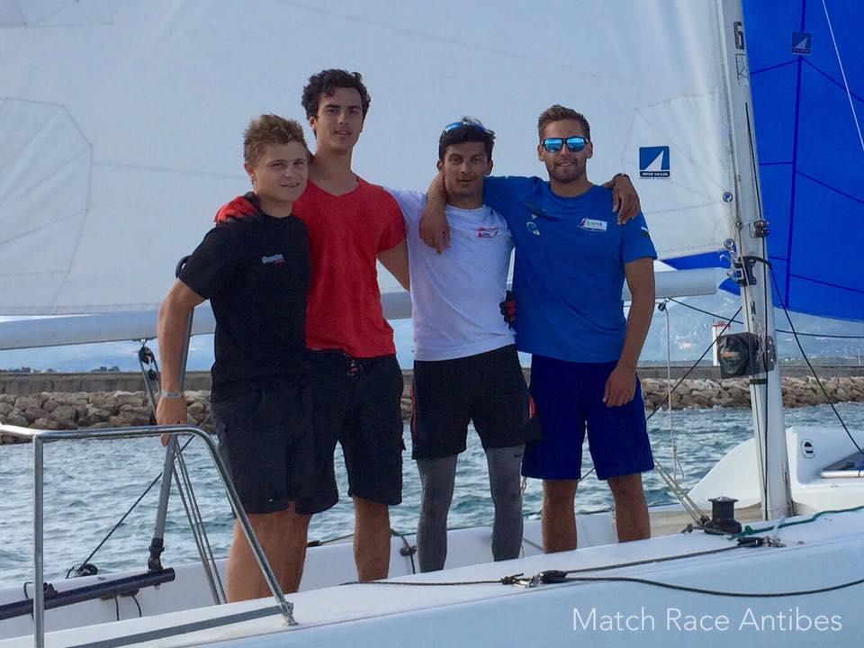 Vainqueur de la sélective Méditerranée au Championnat de France Espoirs de Match Racing : Robin Follin, Germain Gaulthier, Eliott Michal, Jules Bidegarray
